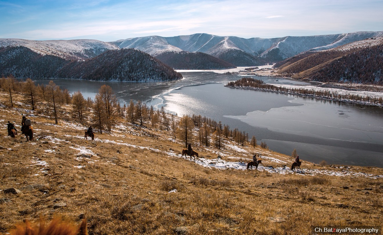 Khuisiin Naiman Lake in Uvurkhangai. Photo credit: Mongolian photographer Ch.Batzaya
