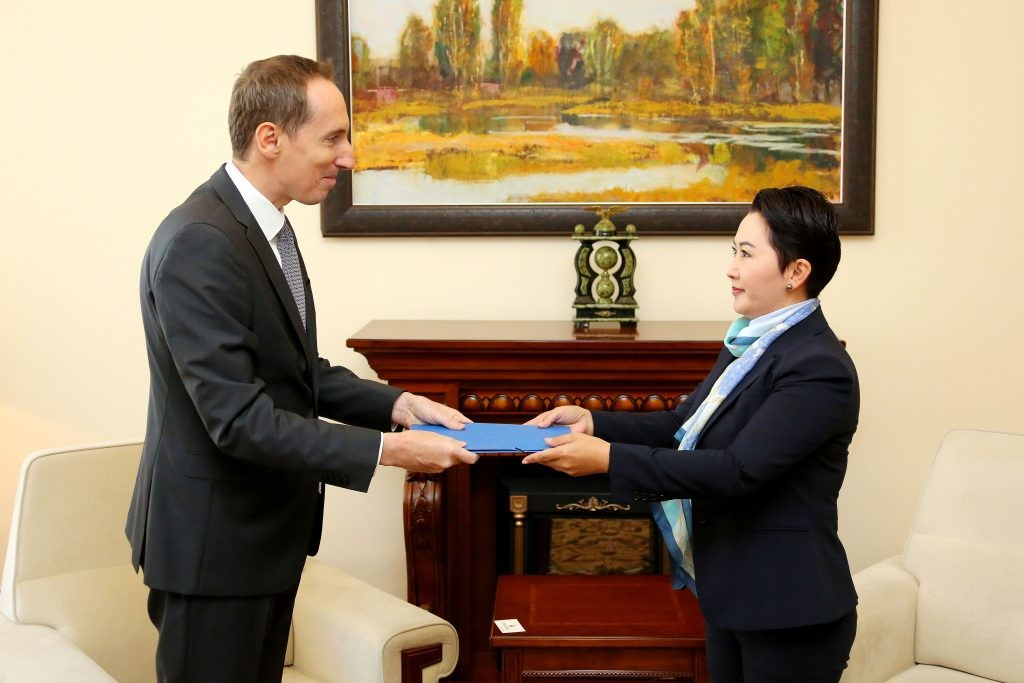 Ambassador of the Czech Republic to Mongolia Jiří Brodský is handing out credentials to the Deputy Foreign Minister B.Batsetseg  (September 2017)