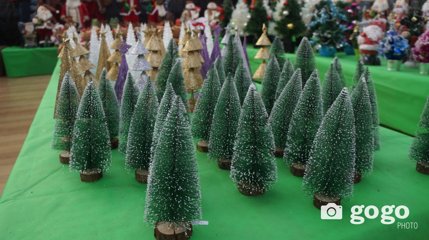 Prices for new mini desk top artificial Christmas tree is ranging between MNT 5600-59.000