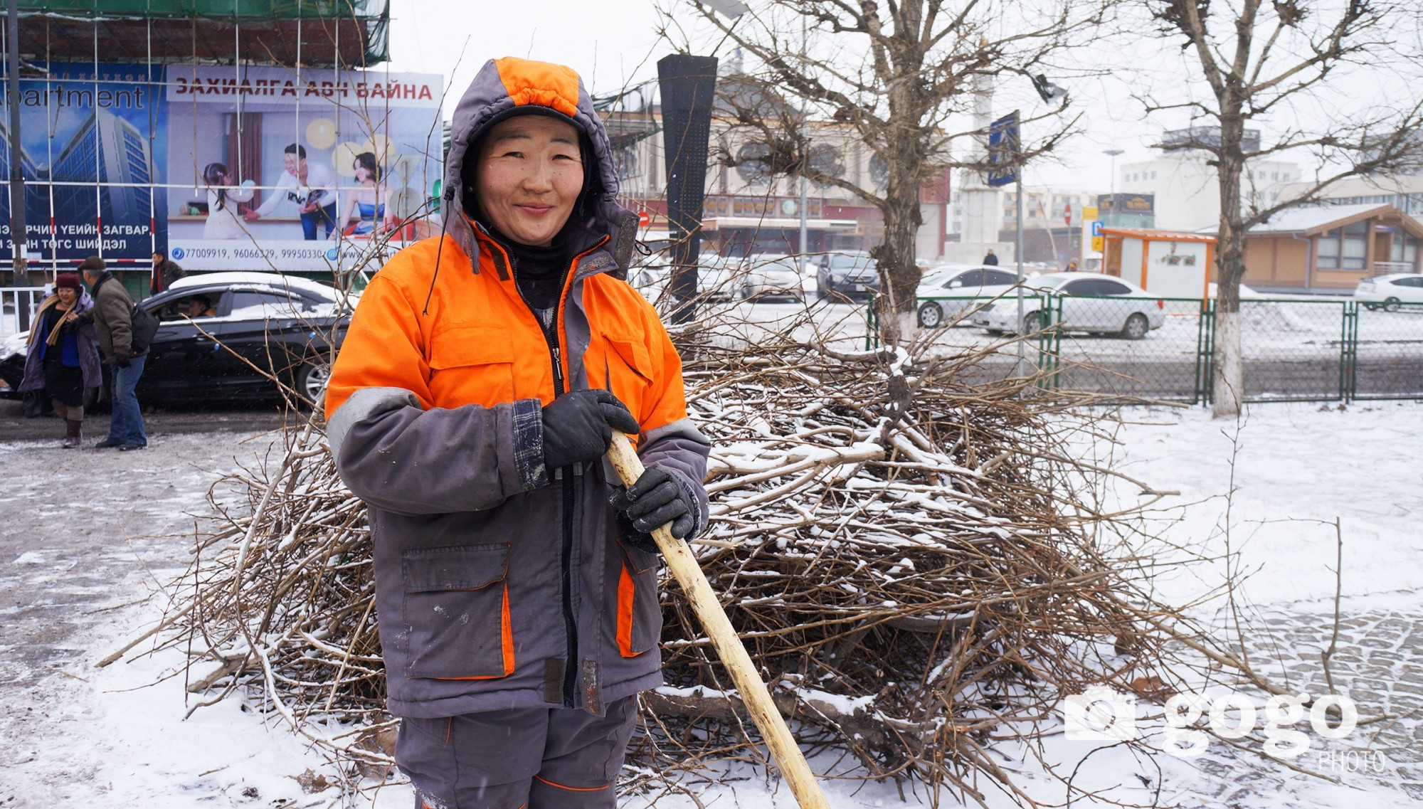 M.Altantuya works at City Landscaping company. She wants drivers to become more cultured and not to throw trashes through their windows to the lawn.