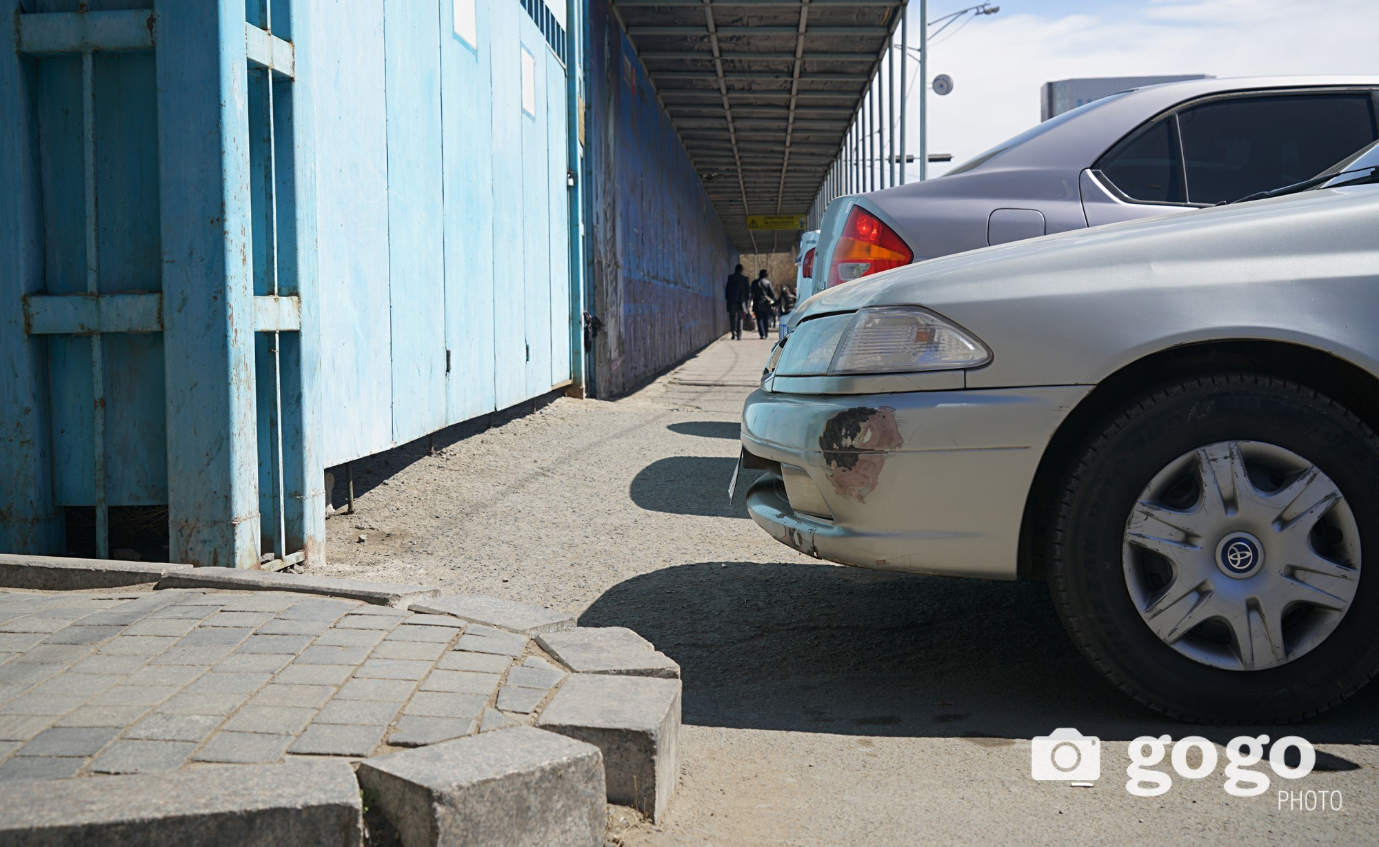 Car parking area located in front of the old office of TDB. Too cramped Ulaanbaatar... /2017.04.22/